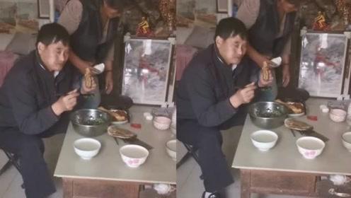 朱之文日常生活被曝光,馒头稀饭外加小菜,太接地气了不忘初心