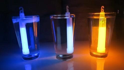 如何让荧光棒更亮?大叔用冷热水做测验,这是什么原理