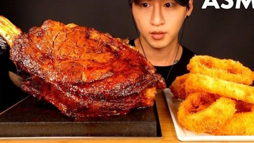 小哥哥吃韩国烤肉,配上蘸料,简直无敌好吃