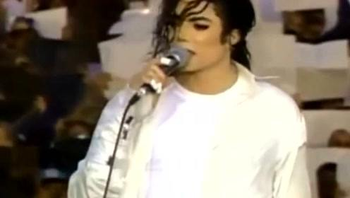 """迈克尔杰克逊的女儿现身,20岁长相甜美继承""""世界舞王"""""""