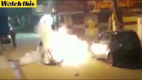 男子摔跤后口袋里的手榴弹爆炸 瞬间火光四射
