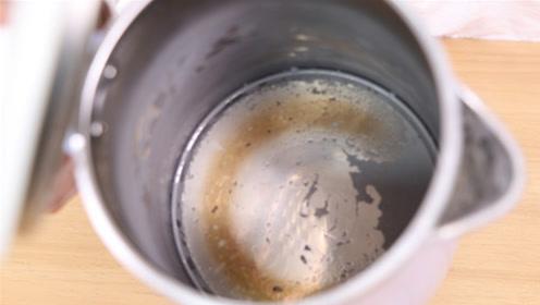 """电热水壶倒一碗""""便宜货"""",水垢自动往下掉,一点都不留,管用"""