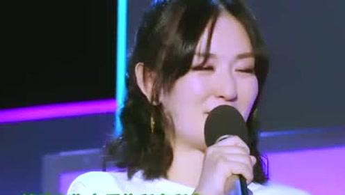 谢娜舞台哭的梨花带雨,只因感谢曾经的老师,不忘教导之恩!