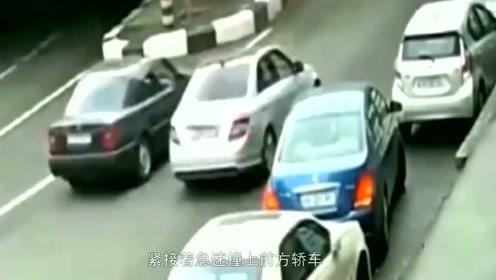 """这次确定是男司机,侧方停车失败后,""""神操作真狠""""!网友:瞅把你能的!"""