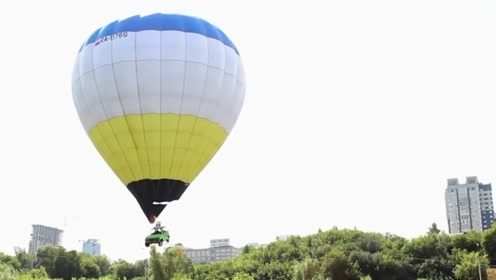 谁说汽车不能飞?大叔用热气球吊起汽车,飞车环游记