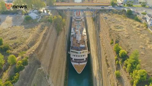 超大游轮破纪录挤过希腊运河,最近时离岸只有3厘米