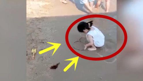 大海太欺负人了,小女孩一次次迁就,换来的却是得寸进尺!