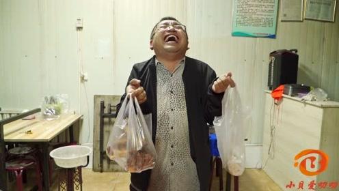 搞笑短剧:小伙开饭店,服务员厨师都是自己,啥菜都难不住自己