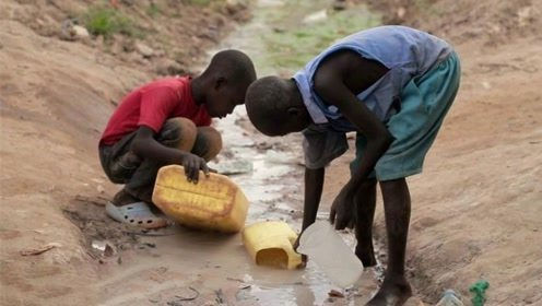 最缺水的国家,起床就得去找水用,一桶水竟要用一周!