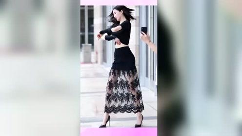 街拍美女:跳舞超级好看的小姐姐非常有气质,是不是你喜欢的类型