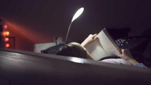 新调查:睡前读书或能放松身心并改善睡眠质量