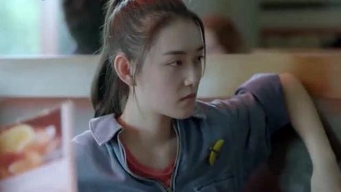外国佬用脏话骂人,以为中国女孩听不懂,不料女孩飚八级英语狂怼