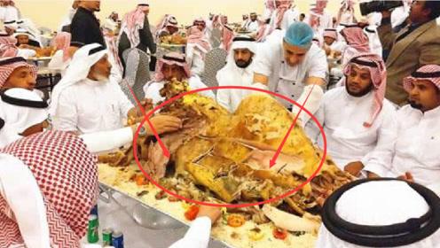 迪拜土豪请客,端上一整只大骆驼,每一口都是钱的感觉