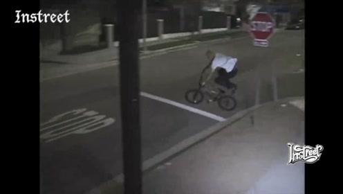 妈妈,这个自行车会飞!