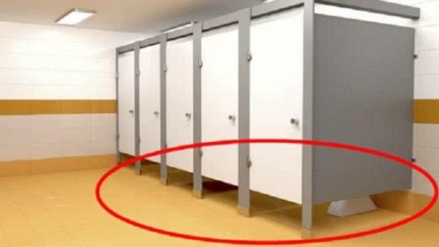 为什么女厕下方,都要故意留到缝隙?答案和你想的一模一样!