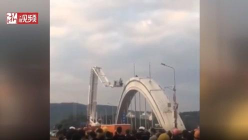 男子因感情纠纷爬上大桥欲跳江 民警劝导3小时成功救下
