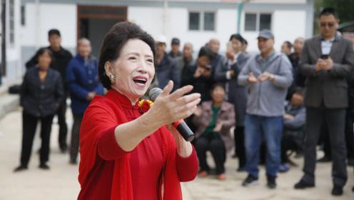《山丹丹开花红艳艳》著名歌唱家贠恩凤走进山村为扶贫高歌