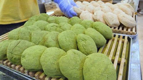 绿茶奶油面包,淡淡茶香让人食欲大增,吃多少都不会腻!