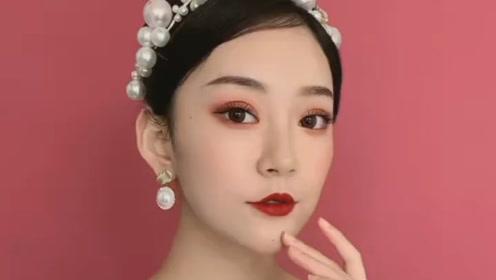 怎么会有这么精致的妆容,我一个女人都想多看两眼!