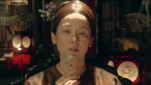 """慈禧太后爱漂亮,化妆时嘴里要含两""""核桃"""",逃跑路上都不忘带着它们!"""
