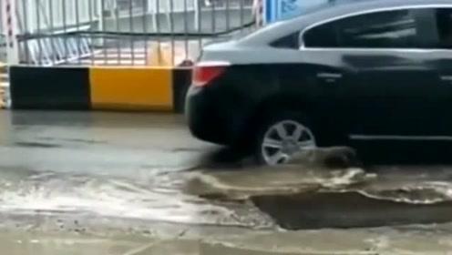 传说中的大坑,真的太坑了,好多司机要哭了!