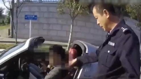大学生无证开保时捷带女友兜风,瞅了交警一眼结果悲剧了