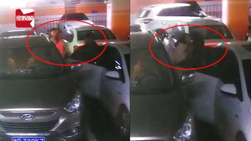 女子停车场内遭蒙面男强拽上车,监控记录全过程:矛盾纠纷引发