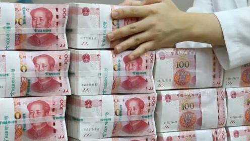 为啥越南街道上,总摆着成捆的人民币?导游:千万别随意接近!