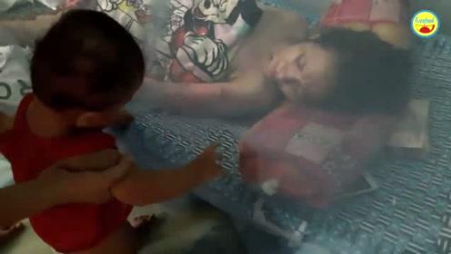 瘫痪女婴被送到孤儿院,在床上长到十几岁,从没踏出这座房子
