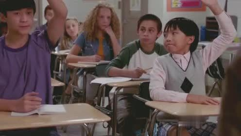 初来乍到:老美学生太惨了,华裔小孩跳级上来,自己连座位都没了