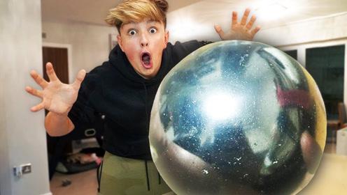 老外自制世界上最大的锡箔球,威力怎么样?结果令人震惊