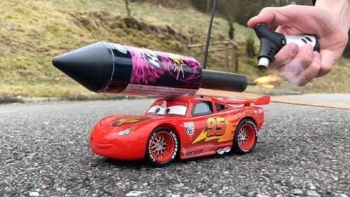 飞天炮绑在玩具车上,点燃后的瞬间,才是震撼的开始!