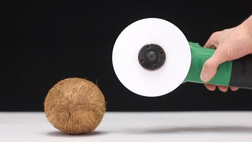 快速转动的纸片威力有多大,可以打开椰子吗?