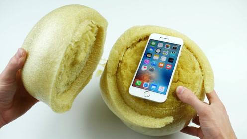 千万不要把手机放进海绵球中,小哥亲自实验,这是什么原理?