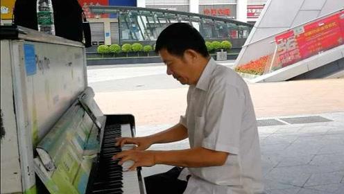 装修工人坚持抽空练钢琴:每个星期擦洗街头公共钢琴