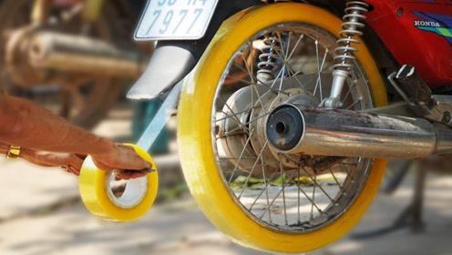 男子给摩托车轮缠满6卷胶带,一加油门,众人不淡定了