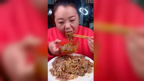 吃播姐吃爆辣牛肚,还是沾着吃更有味道
