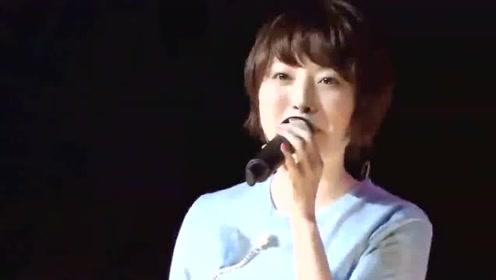 花泽香菜奶里奶气的演唱《告白气球》,太好听引发万人大合唱