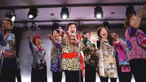 日本大妈传奇:65岁玩说唱,80岁下一字马,碾压少女团