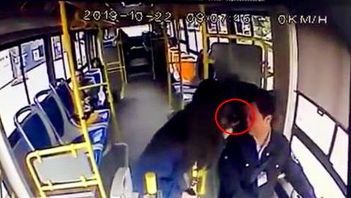 """女子公交上疑遭男乘客猥亵 头上惊现""""不明液体"""""""