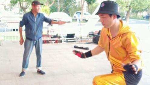 这霹雳舞跳的真扎实,不去比赛可惜了,真想跟他学跳舞