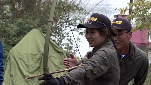 美女钓手还有这本事,射箭PK,完胜荒野男团