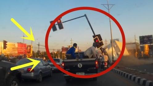 一群车辆正在等红灯,酒驾男子直接撞来,无辜的生命