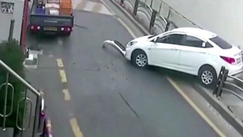 新手女司机果然名不虚传!倒车时撞完前面撞后面