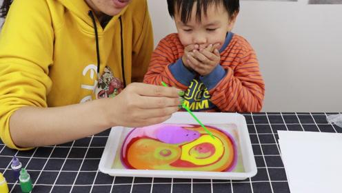 跟宝宝试玩水上画画的玩具,没想到这么神奇,你们玩过吗?