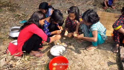 印度一家人一起整整齐齐吃饭,全程开开心心,就不能用个勺子吗?