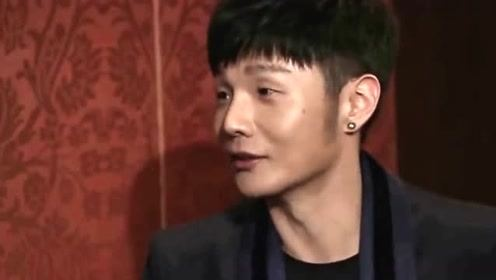 李荣浩演唱会故意要唱敢问路在何方 乐队意外配合