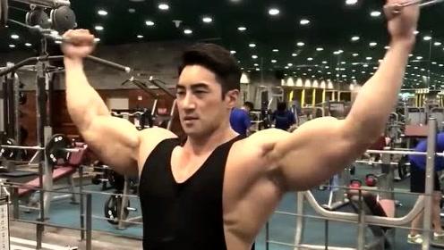 被誉为亚洲施瓦辛格的黄哲勋!这肌肉块头硕大,有点吓人