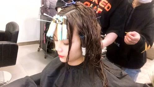 小姐姐理发店烫羊毛卷发型,怕老气纠结了很久,没想到烫好之后,真香!
