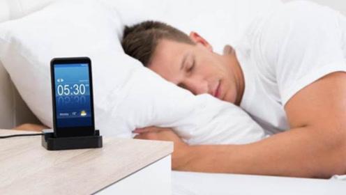 晚上睡觉,手机放在床头会有辐射吗?很多人都做错了